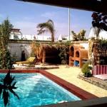 Swimming-Pool mit Beduinenzelt und Barbecue Grill-Ofen