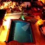 Ausblick von der Dachterrasse auf den Pool